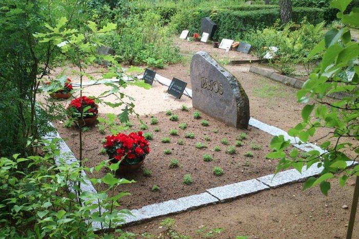 Korrastatud hauaplats Rakveres